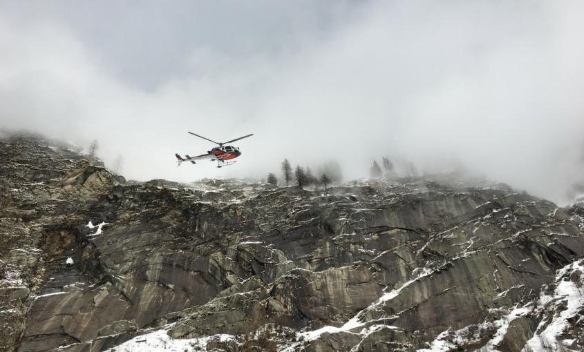 Distacco valanghe con SNP25 da elicottero